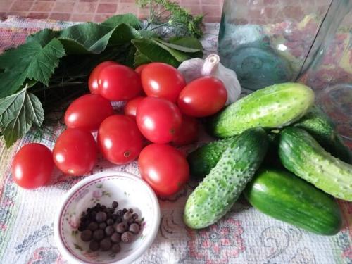 Консервация ассорти. Ассорти из помидоров и огурцов на зиму — самые вкусные рецепты на 1, 2 и 3 литра